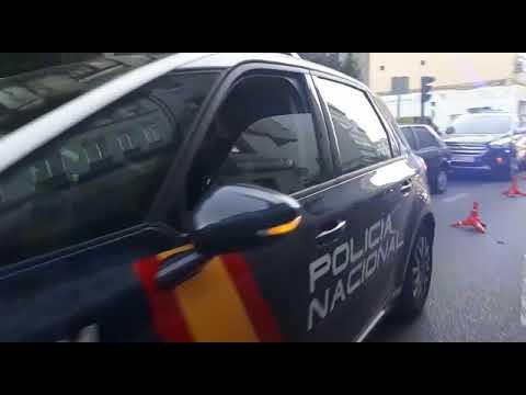 Un coche patrulla causa daños en tres vehículos en la calle Milagrosa