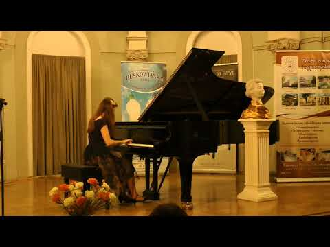 Aleksandra Hortensja Dąbek plays F.Chopin Polonaise, op.44