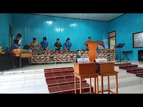Musik Kulintang Vs Sape Dari Pemuda Jemaat Kelubir TYM