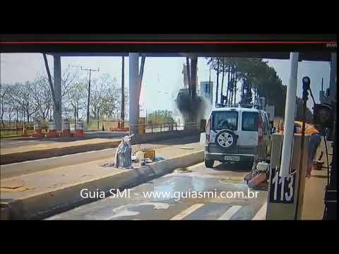 Imagens do acidente na praça de pedágio em São Miguel do Iguaçu