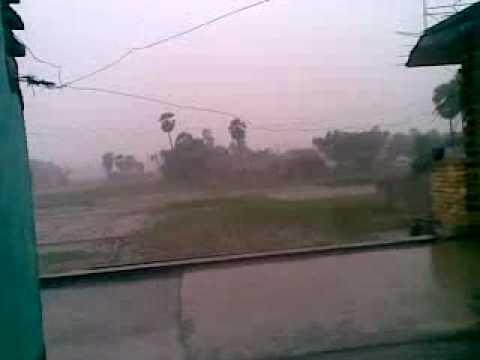 23062010(005)  My House-Kohara Bazar-Daudpur-Chapara-Bihar-Rain on roof.mp4