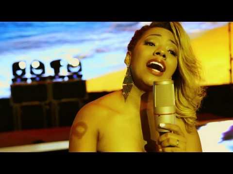 Só Mais Uma Noite de Amor - Thalita (VideoClipe OF