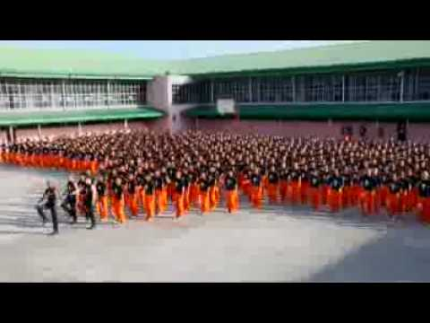 سجناء يقومون بالرقص مثل مايكل جاكسون - d1g.com.flv