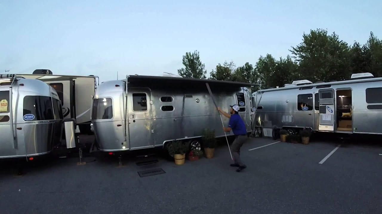 Airstream Zip Dee Power Vs Manual Awning Race Youtube