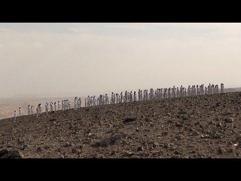 شاهد: لوحات بشرية من العراة في البحر الميت  - نشر قبل 29 دقيقة