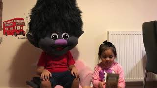 Funny video of Branch triying to scare Samantha | Trolls