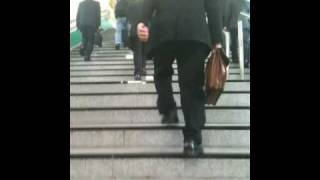 小田急鶴川駅で毎朝6:20頃に改札を強行突破する人。