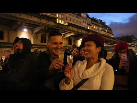 Privileged Access Eiffel Tower Night Tour with Champagne on the Seine