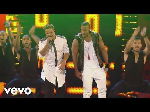 Ricky Martin – La Mordidita (Premios Juventud 2015)[Courtesy of Univision] ft. Yotuel