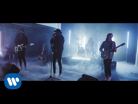 """Chase Atlantic - """"Right Here"""" (Official LIVE Music Video)"""