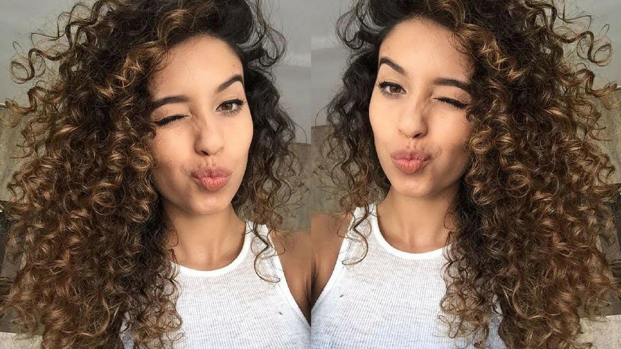 Kıvırcık Siyah Kısa Saç Modelleri 2019