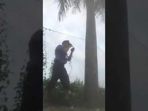 Cùi Chỏ MuayThái Luyện Tập Chỏ vào cây dừa ..... KKK