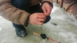 53.Медный Крючок.Зимняя рыбалка. ...а Валера обловил меня в два счета...