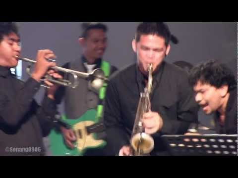 Tompi ft. Tjut Nyak Deviana - Locked Out Of Heaven @ A Night for BMW [HD]
