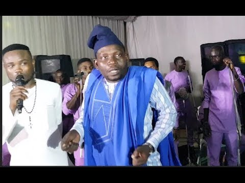 Download MC Oluomo storms in as Afeez Owo and Akin Olaiya shows off his funny dance at OBA 2018 wedding