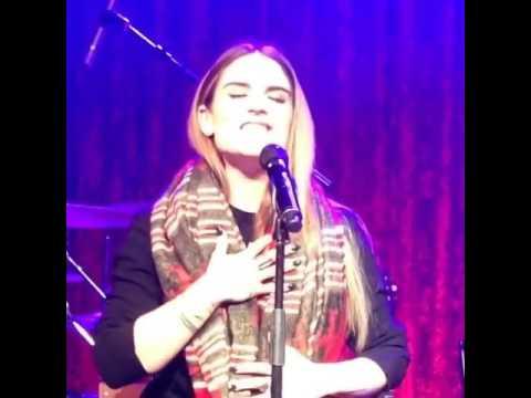 singer Jojo sings R&B singer Aaliyah's song