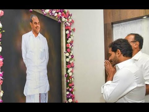 CM Jagan Mindset Is Different Compared To RajasekharaReddy Says Senior Officer|Weekend Comment By RK