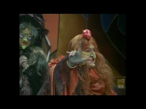 Mama Cass sings in Pufnstuf (1970)