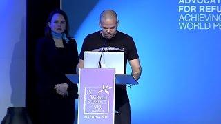 El momento en el que René recibió el Nobel Summit Peace Award