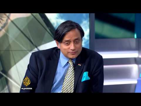 Shashi Tharoor shuts arab journalist on KASHMIR