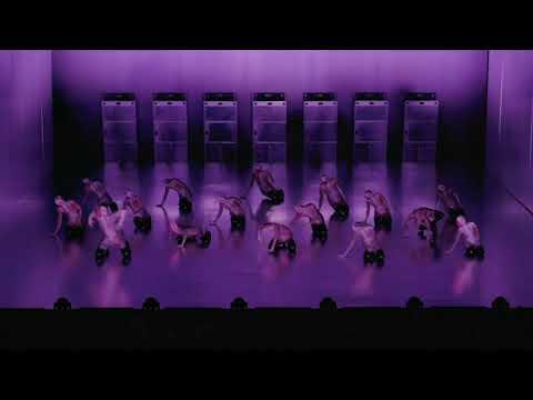 Auch die Dresden Frankfurt Dance Company ist vom Lockdown betroffen. Aber die TänzerInnen trainieren schon länger wieder mit Körperkontakt in einem ...
