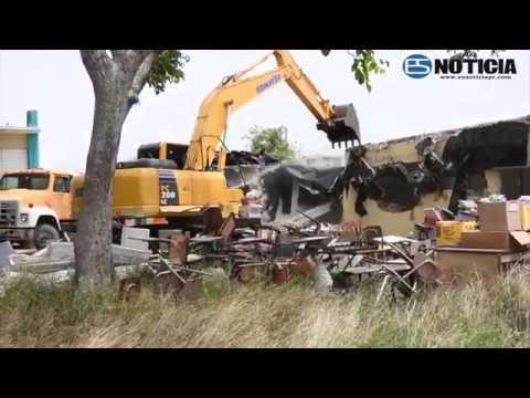 Demolición escuela Agripina Seda en Guánica