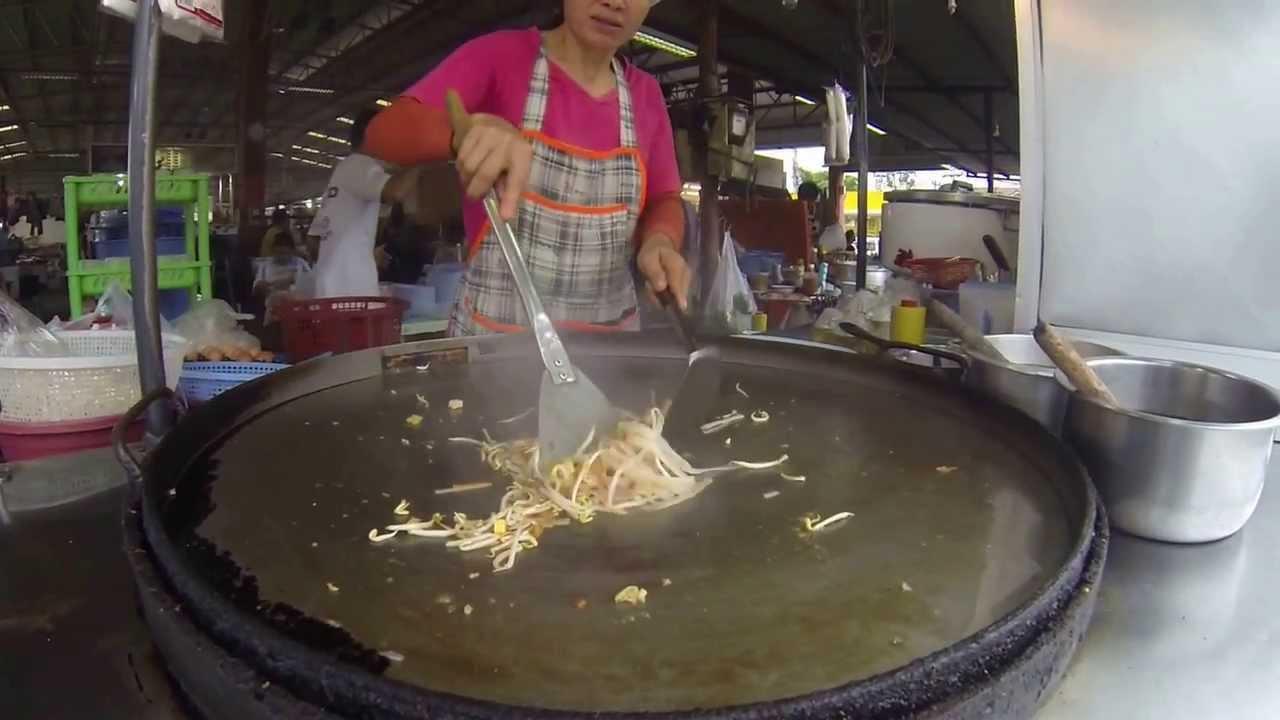Thai Street Food- Best Pad Thai Omelette in Thailand - YouTube