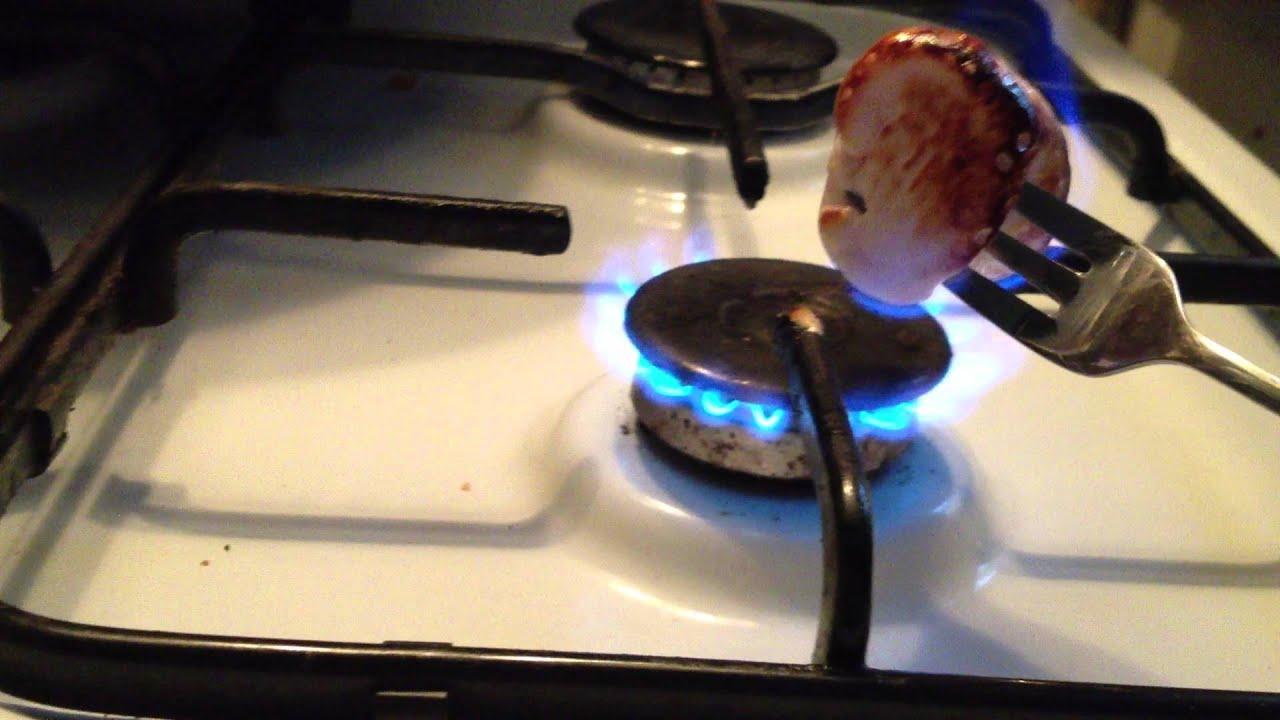 comment griller un marshmallow au feu astuce pour cuire ses marshmallows youtube. Black Bedroom Furniture Sets. Home Design Ideas