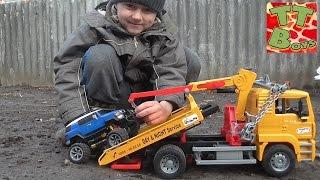 bruder эвакуатор спасает монстр трак с игорьком tow truck monster truck toyota fj cruise