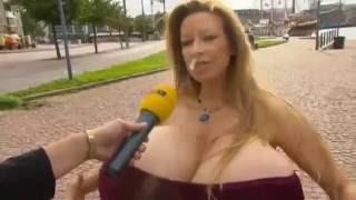 Download Video Interview di jalan dengan cewek berdada super besar MP3 3GP MP4