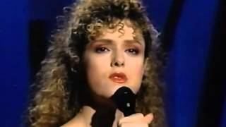Bernadette Peters - I'm So Lonesome I Could Cry (The Tonight Show)