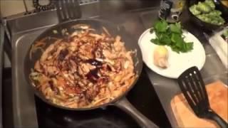 Стеклянная лапша со свининой, устричным соусом и яйцом