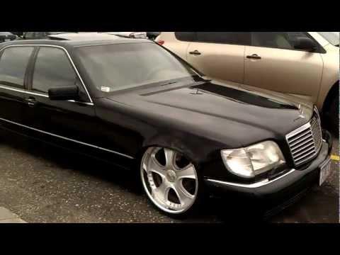 красивая машина Mercedes Benz с некоторыми колеса 26
