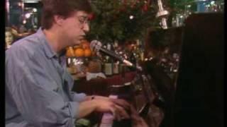 """Cavaleiro Andante - Rui Veloso no """"Piano Bar"""" da Simone de Oliveira, anos 80."""