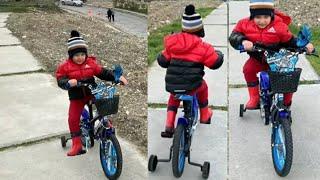 Fatih Selim bisikleti ile babasından hızlı olup spor aletlerine ulaşmaya çalışıyor.