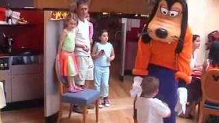 All of Disneyland Paris in 4 Minutes(, 2009-09-13T13:23:06.000Z)
