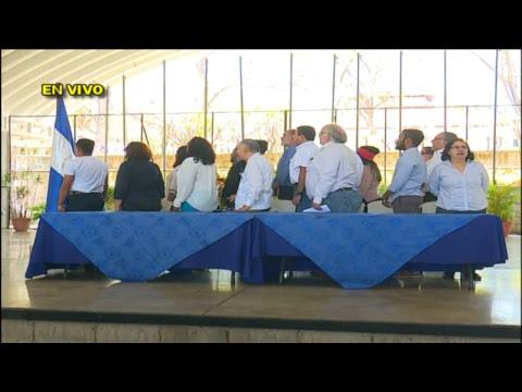 Miembros de la Alianza dan lectura a un comunicado condenando la represión del día sábado