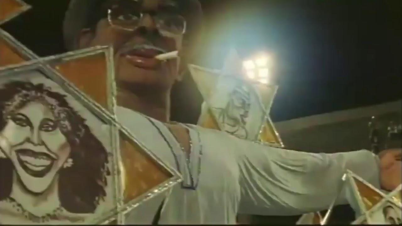 Escola de samba Tradição no filme Natal da Portela