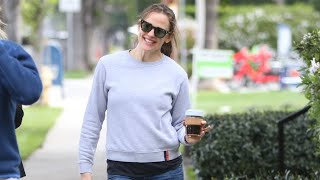 Jennifer Garner Cuts A Quick Dance Move And It's The CUTEST THING EVER!
