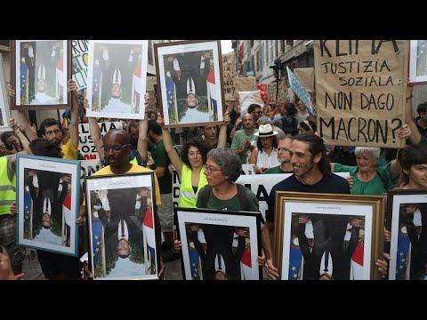 شاهد: صور ماكرون -بالمقلوب- في مسيرة لحماية العمال الفرنسيين وكوكب الأرض…  - 07:53-2019 / 8 / 26