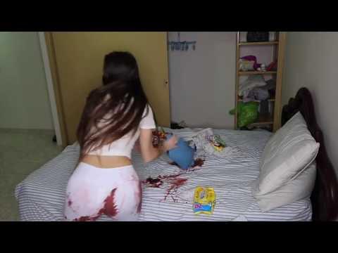 Kanlı Adet Şakası Yapan Kız