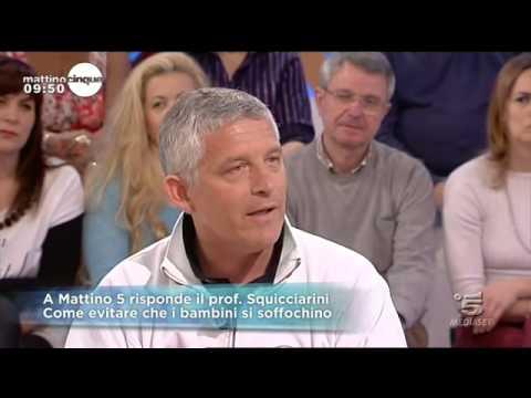 Come salvare un bimbo dal soffocamento   Video Mediaset - Mattino cinque