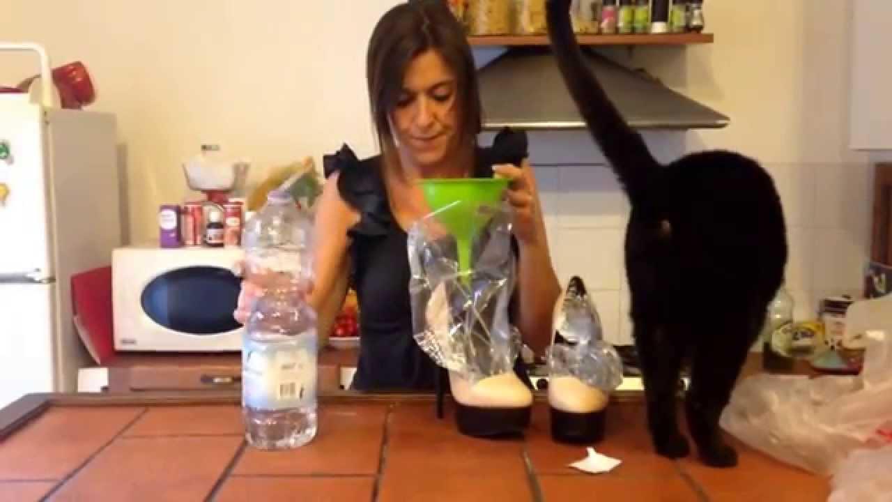 Tutorial:allargare le scarpe strette con il ghiacciononostante il gatto!