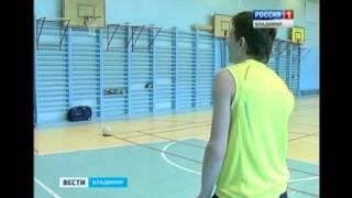 Американских студентов во Владимире научили играть в лапту