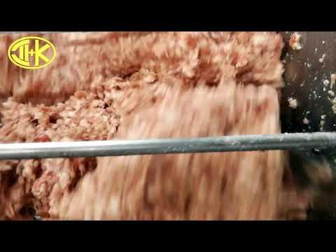 Перемешивание мясного фарша в мешалке ДВАК М-335 с лопастными шнеками
