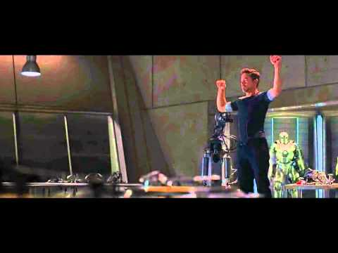 Tony Stark dancing to Jingle Bells - Iron Man 3 (HD)