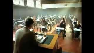 طالب ذكي يحرج أستاذه بعد الإمتحان