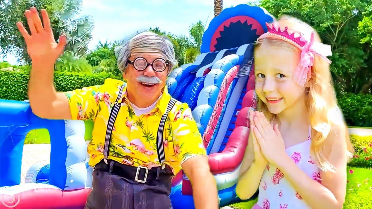 Nastya joue sur le trampoline et s'amuse avec son grand-père