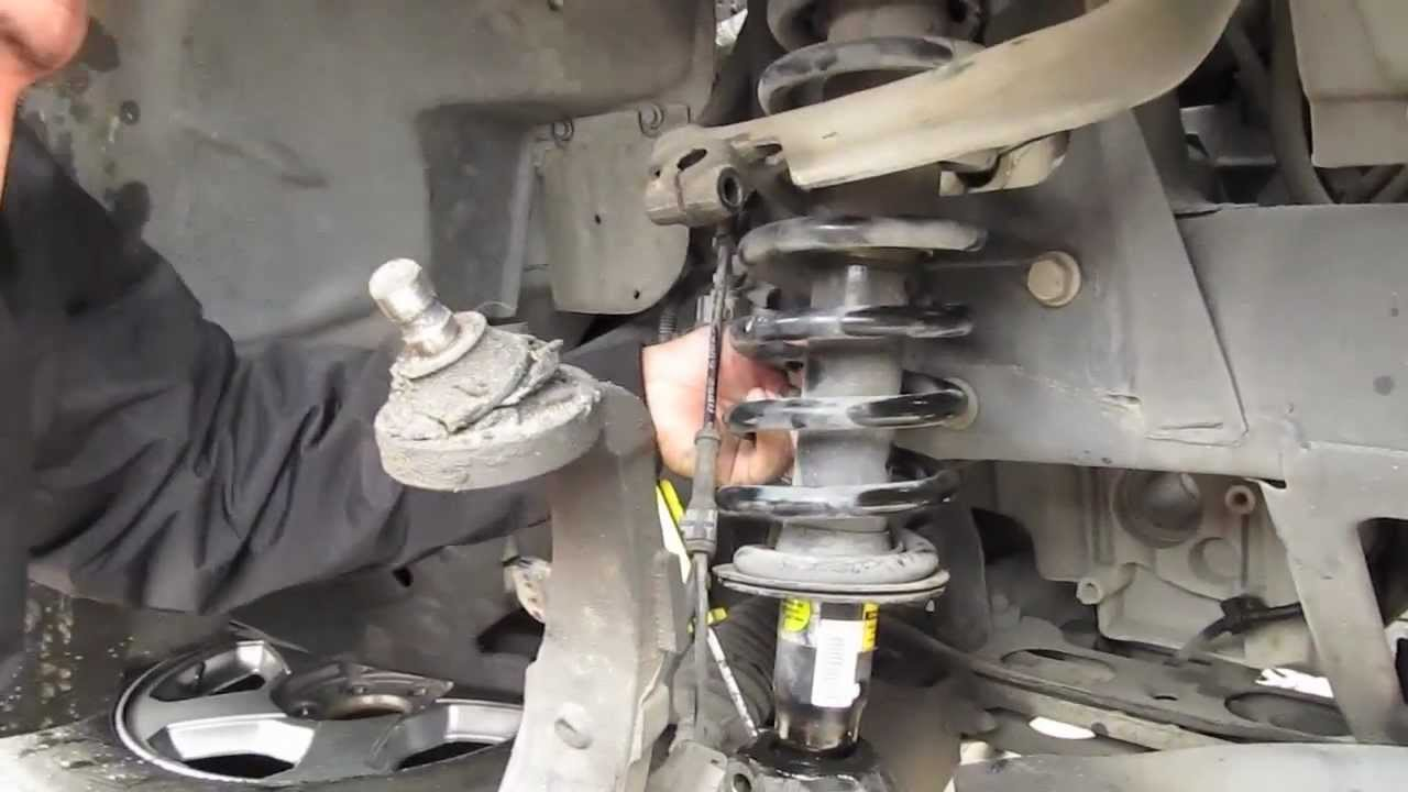 Replacing Struts and coils on a TrailBlazer Part: 1  YouTube