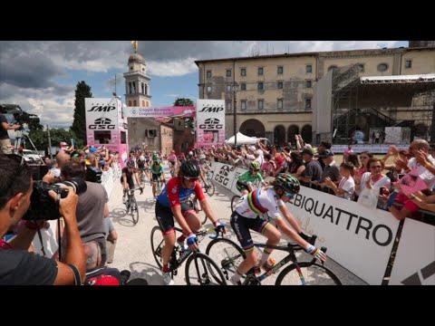 Udine, folla in castello per il Giro d'Italia ...